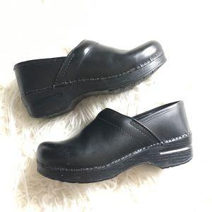 Dansko Sz 39 Classic leather Professional Clogs